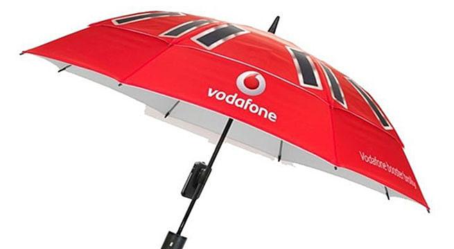 Crean un paraguas que carga el movil Crean un paraguas que carga el móvil