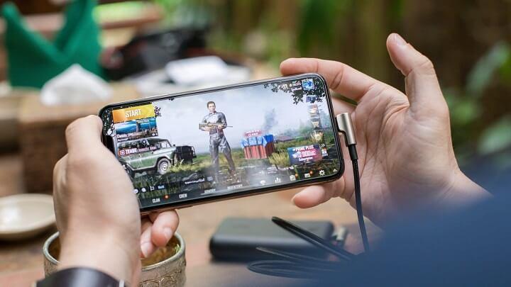 jugando-en-smartphone